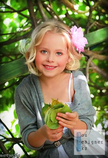 Шаблон для фотомонтажа-Светловолосая девочка с листиками / Template for the photomontage is a fair-haired girl with leaves